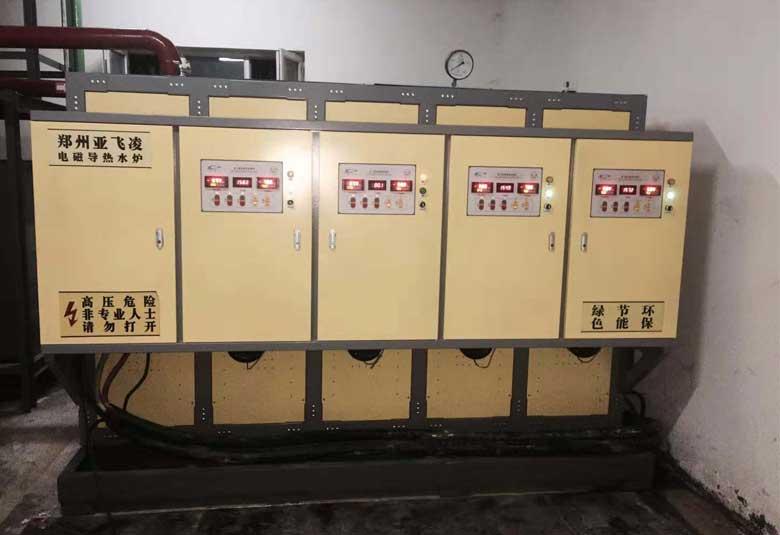 新疆阿克苏拜城滴shui铜矿2tai400KWreshui锅炉取暖